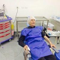 2 implantes en el sector anterior con injerto óseo 1